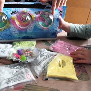 componentes del kit So bomb de canal toys